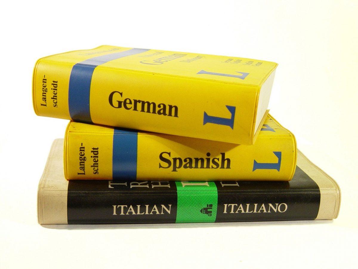 Są specjalne biura, które oferują tłumaczenia