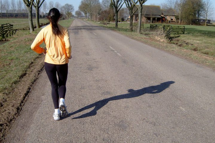 Bieganie nocą dla kobiet i mężczyzn