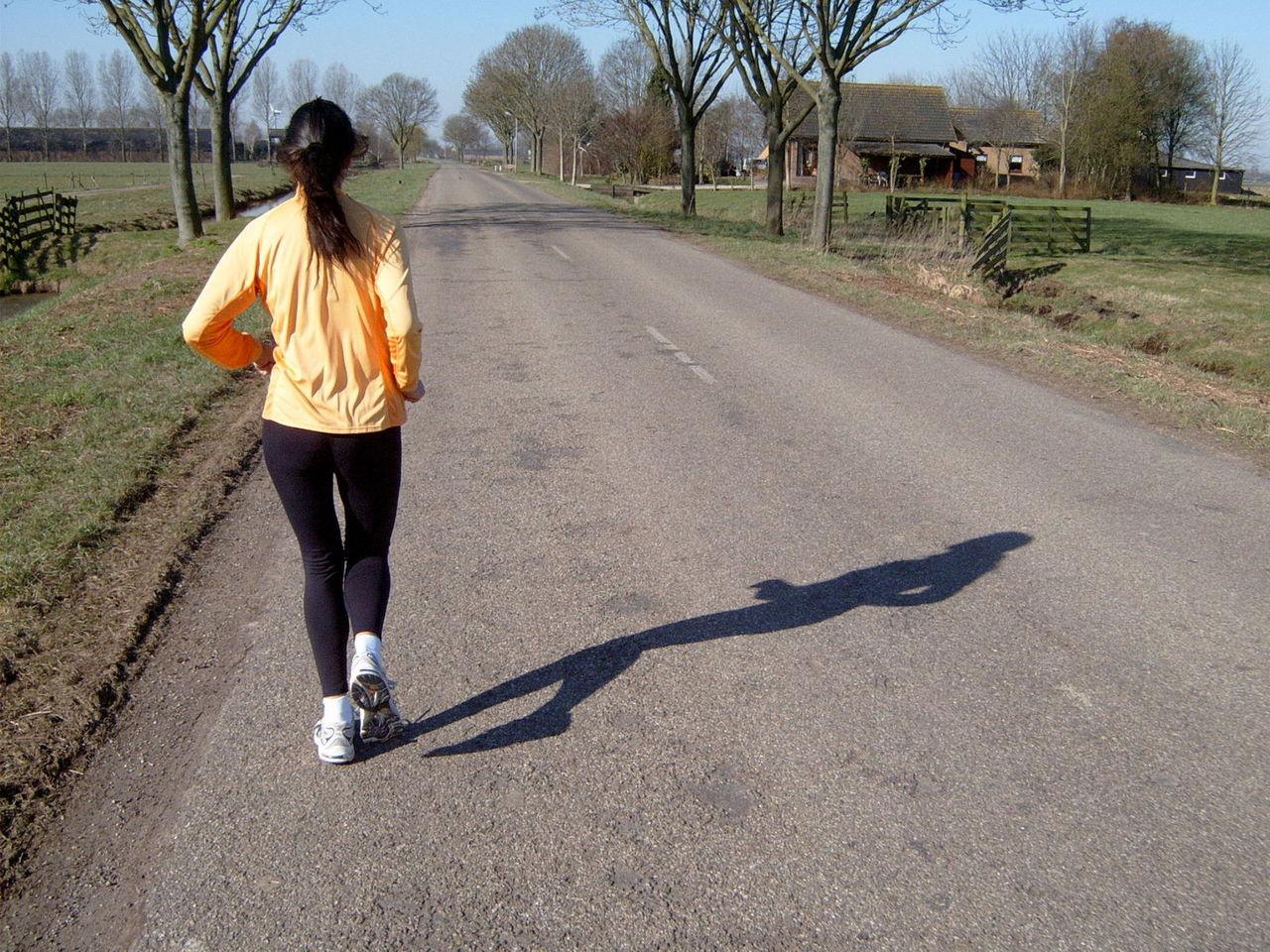 82248f5b Bieganie to bardzo popularna forma sportu, chętnie uprawiana zarówno przez  kobiety, jak i mężczyzn. Biegamy nie tylko za dnia, ale i nocą.