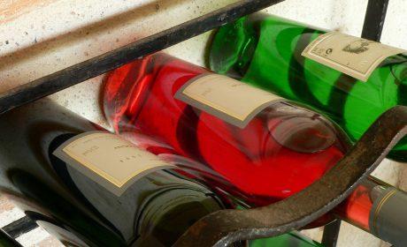 Etykiety na soki i wino – jak je zaprojektować?